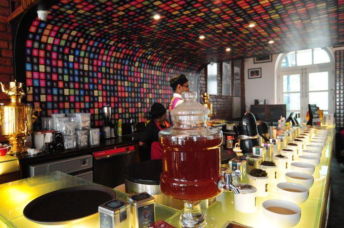 「t」のカラフルなタイルがかわいい『t-Lounge by Dilmah』