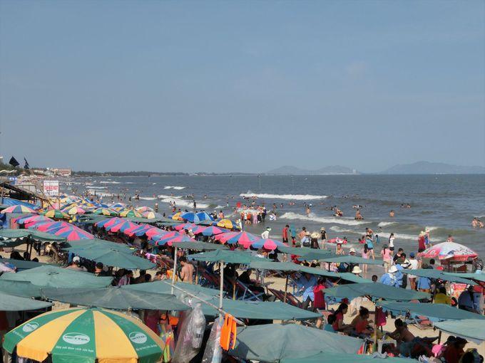ブンタウのビーチで海水浴ならここが最も人気!「バックビーチ」