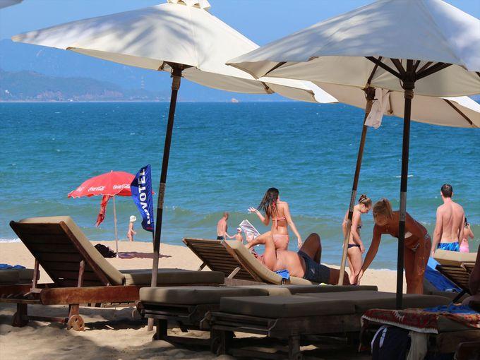 ビーチで1日過ごすのもおすすめ、「ニャチャンビーチ」