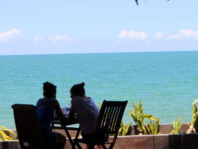 海を眺めながらとる食事