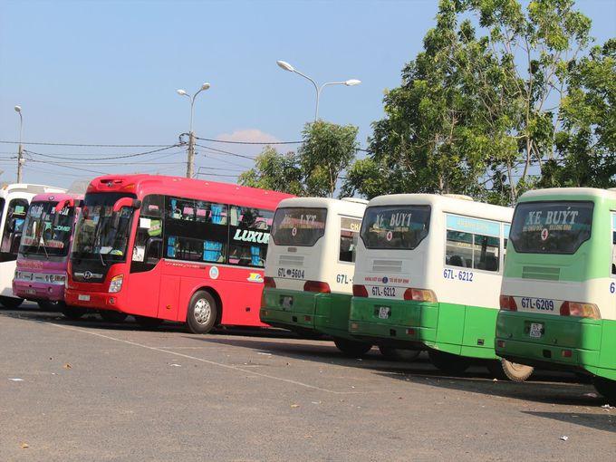メコンデルタ地方へはバスもしくは車をチャーター