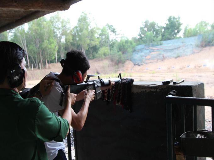 実弾を使ったライフルの射撃体験