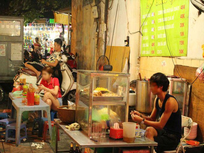 屋台でベトナムの夜に浸る