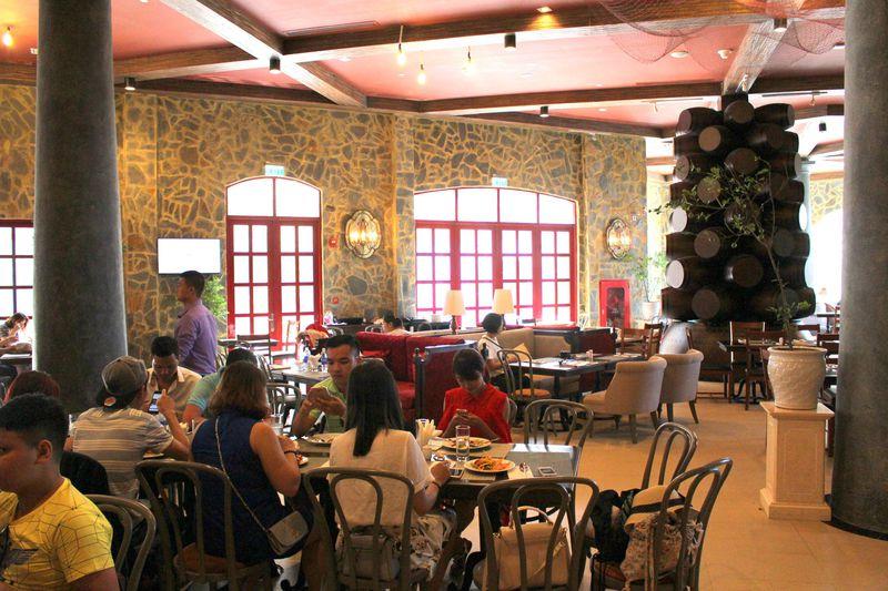 レストランも多数。西洋&ベトナム料理を食べ尽くそう