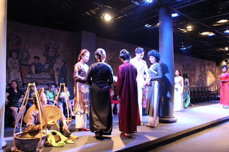 ホーチミンでベトナムの伝統と文化に触れる「アオザイショー」