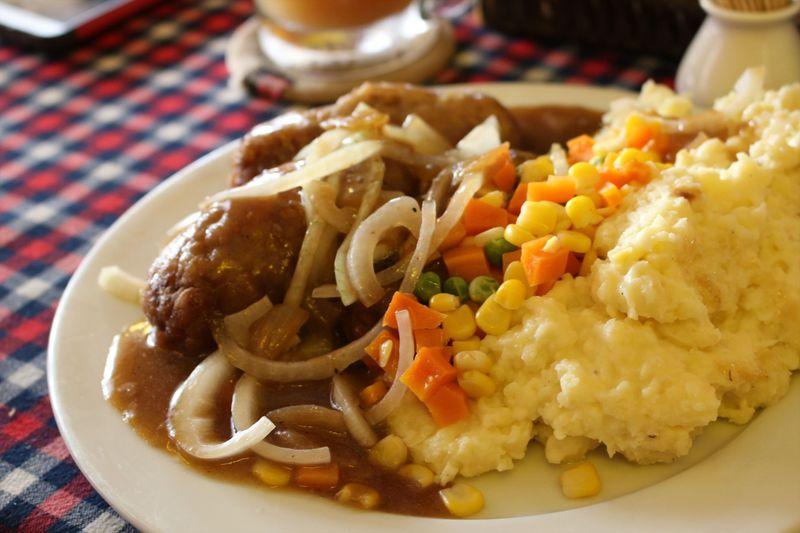 ベトナム・ニャチャンでロシア料理を「ファーイーストロックカフェ」