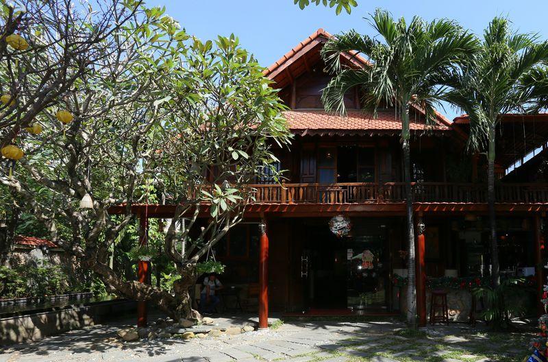 山岳民族家屋がコンセプト。ダナンのレストラン「ラムビエン」