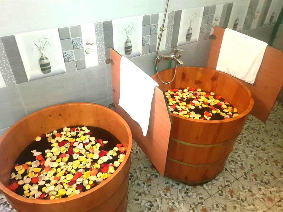 ベトナム伝統の薬草風呂をマッサージと一緒に堪能!