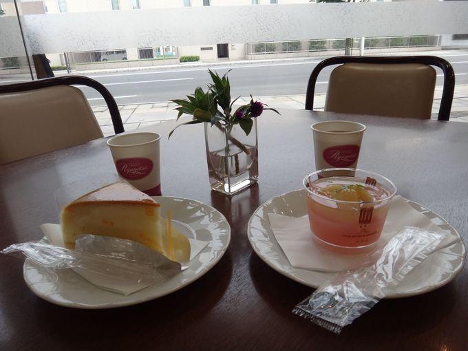 座ってスイーツ&コーヒーで、まるでカフェ