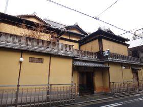 京都で唯一お茶を楽しめる宿・炭屋旅館。お茶を通じて昔に思いを馳せよう