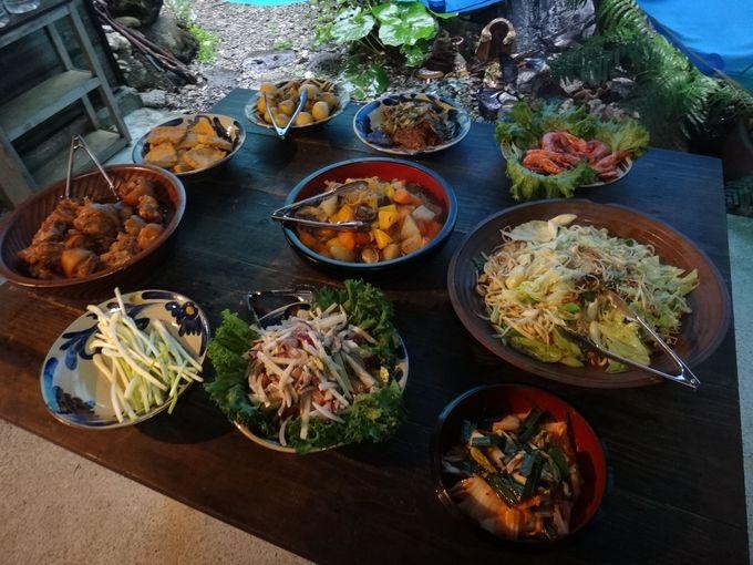 宿のご主人が作る、沖縄満喫料理の夕食