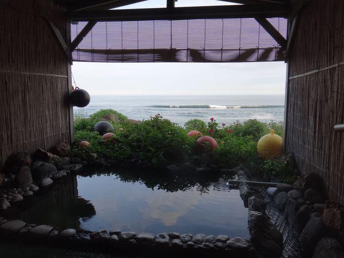 海を眺めながらの露天風呂