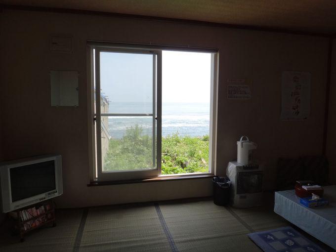海がすぐ目の前に広がる部屋