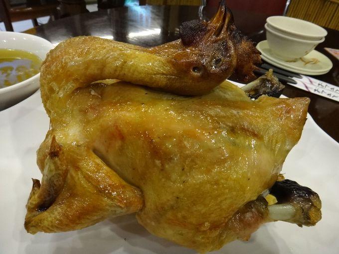 丸ごと一羽の鶏で『桶仔鶏』!