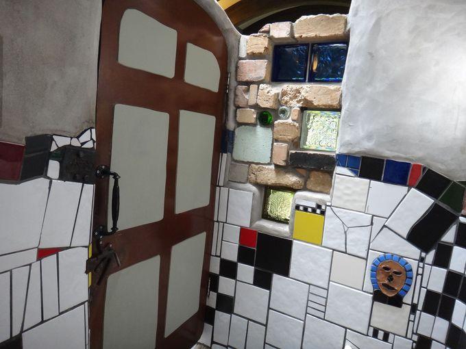 個室のひとりっきりの空間でアートを独占堪能!