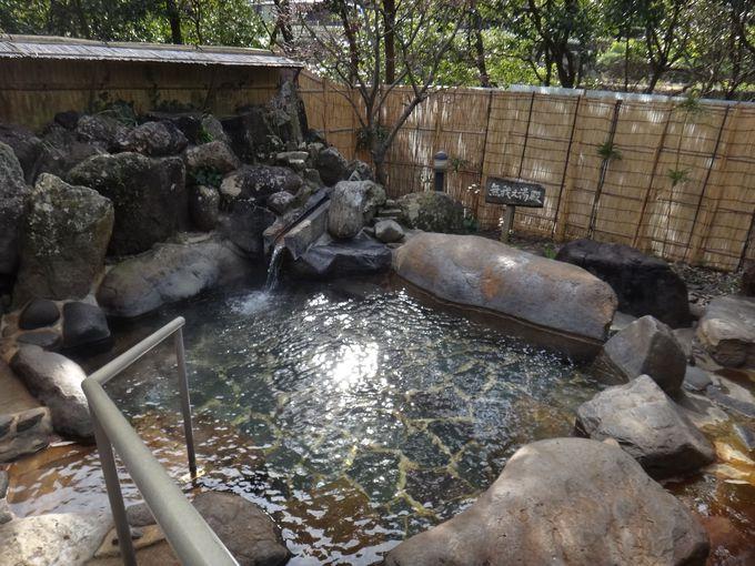 木立ちの中の露天風呂
