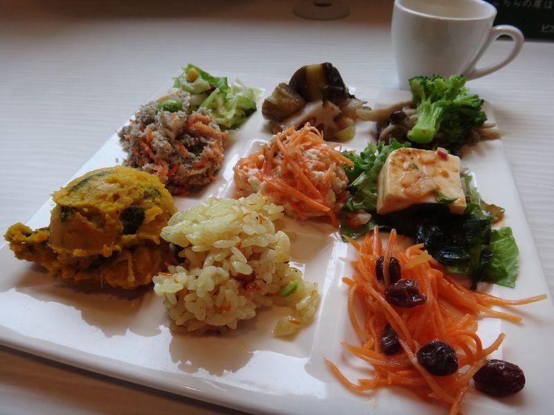 ドレッシングのアンテナショップ!?有楽町のピエトロで野菜食べ放題ランチ!