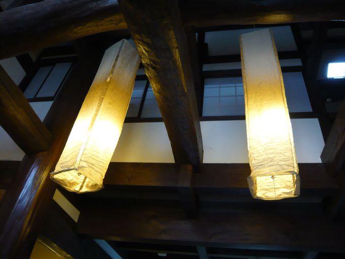 立派な梁と柱でできた建物