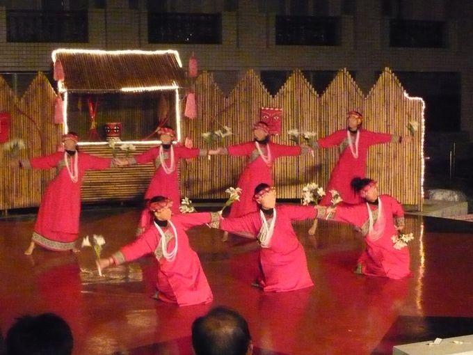夜の原住民ダンスショーは必見!