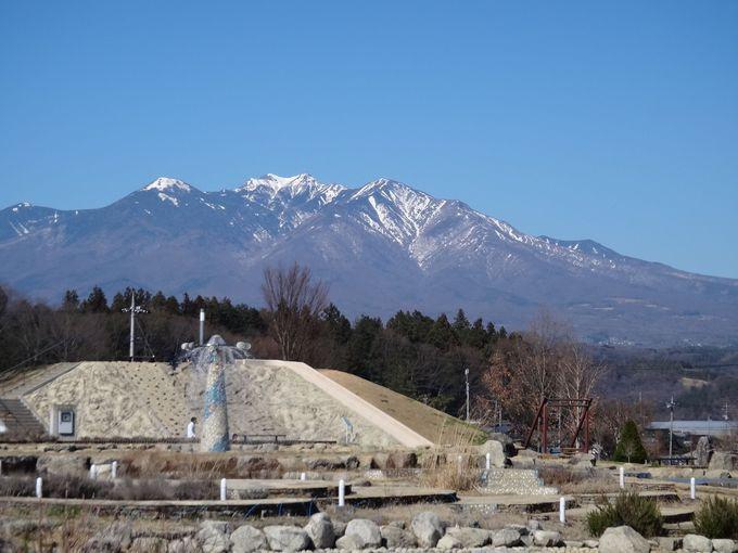 親水池から眺める八ヶ岳