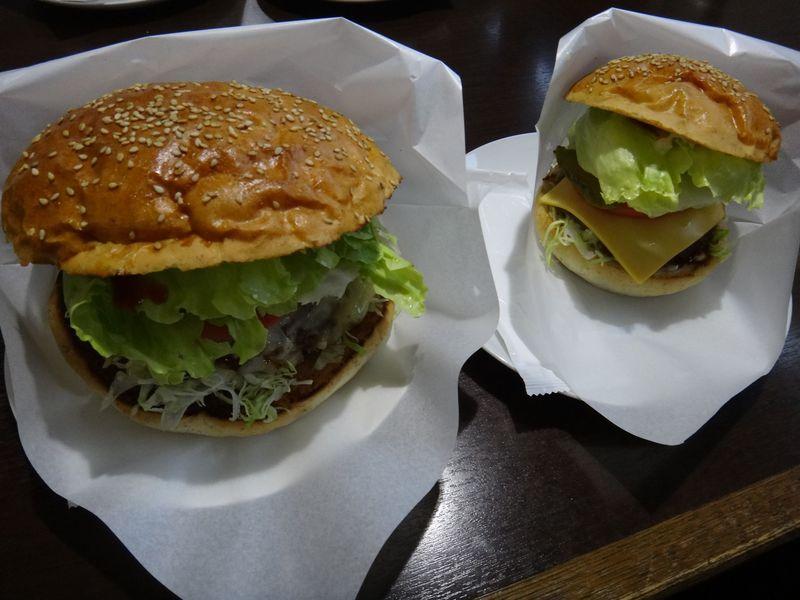 アメリカンサイズの十勝バーガーに挑戦!北海道・足寄で美味しいもの巡り