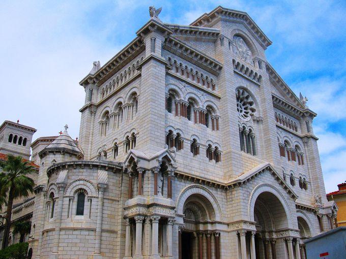 王妃グレース・ケリーも眠る「モナコ大聖堂」