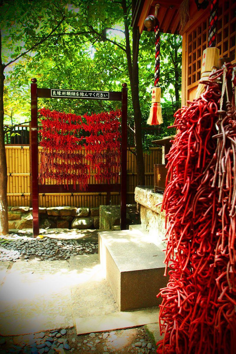 東京・虎ノ門で縁結び祈願!ビル谷間のパワスポ「金刀比羅宮」