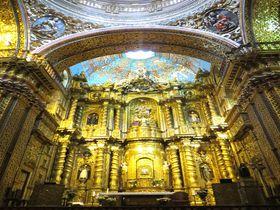誰もが驚く黄金聖堂!世界遺産キト旧市街のラコンパーニャ