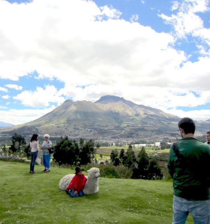 アンデスの山々を眺めながらキトからコタカチへ