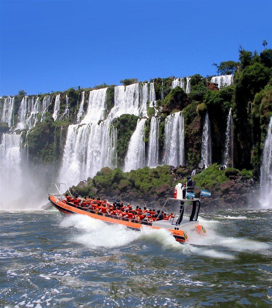 アルゼンチン側からは、滝を間近に楽しむ