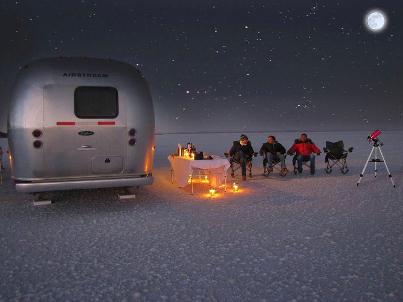 マンネリ脱出!乾季のウユニ塩湖の絶景を高級キャンピングカーで巡る