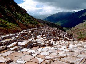 6百年前から続く不思議な「マラスの塩田」がマチュピチュの道中に