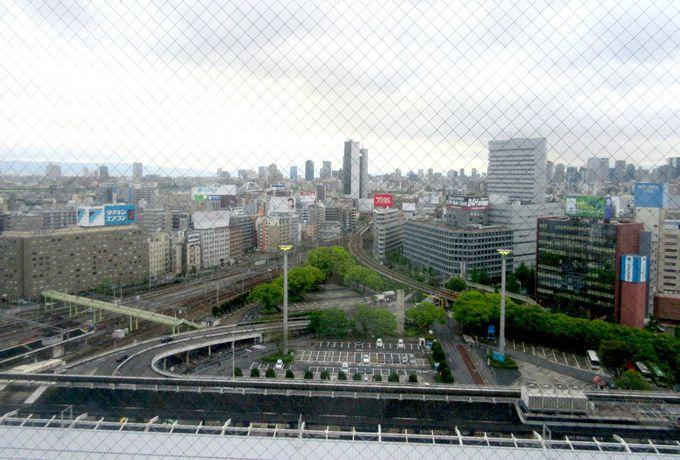 電車の見えるホテル