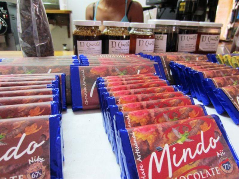 小さな小さな美味しいチョコ工房!エクアドル雲霧林のミンドに発見