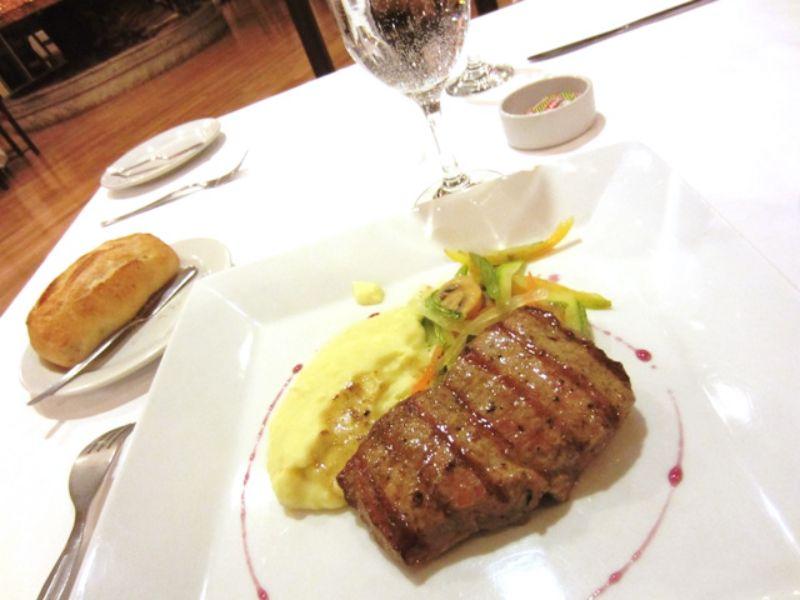 チチカカ湖の魚やリャマ肉料理...