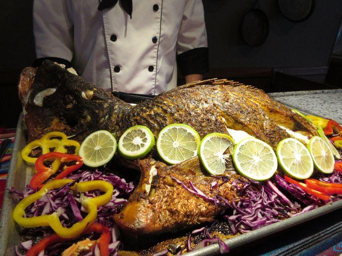 船内では豊かな食材を使った美味しい食事を