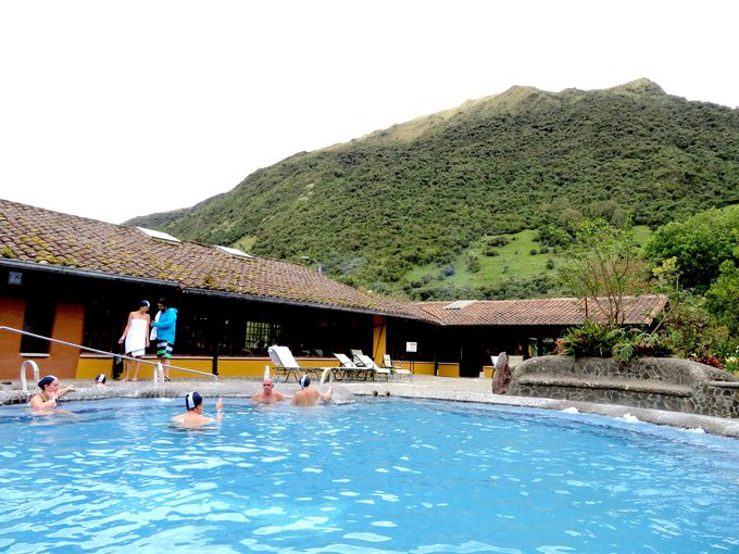 温泉プール!多数の大きな露天風呂がいっぱい