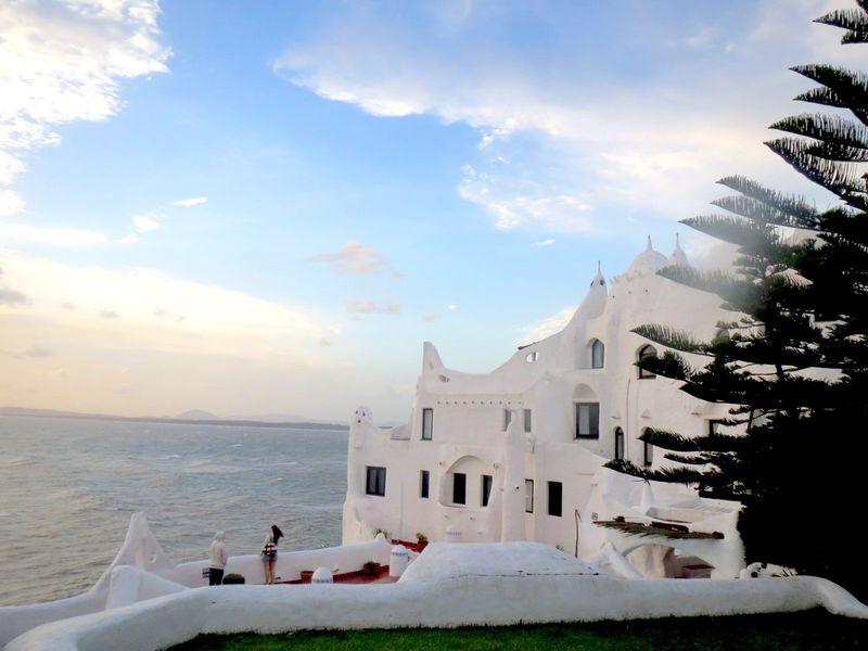 ウルグアイの芸術の巨匠が創りあげた白亜の城「カサプエブロ」