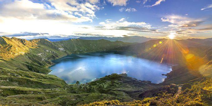 エメラルドグリーンに輝くキロトア湖