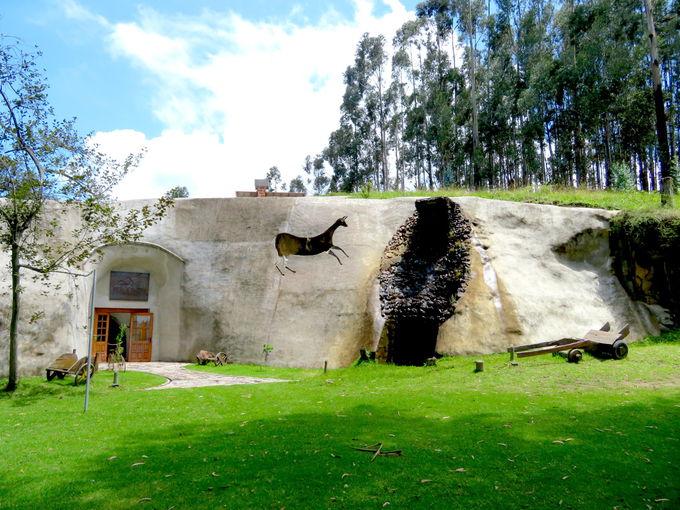 ロッジは巨大岩の洞窟