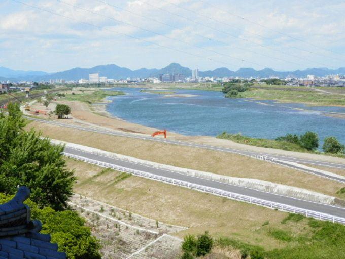 岐阜の街が見渡せます。斉藤の城である稲葉城(岐阜城)もよく見える(視力がよければ)