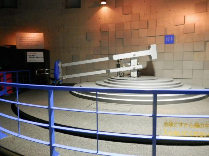 サイエンスプラザは1階から3階まで。テーマごとにわかれた展示内容