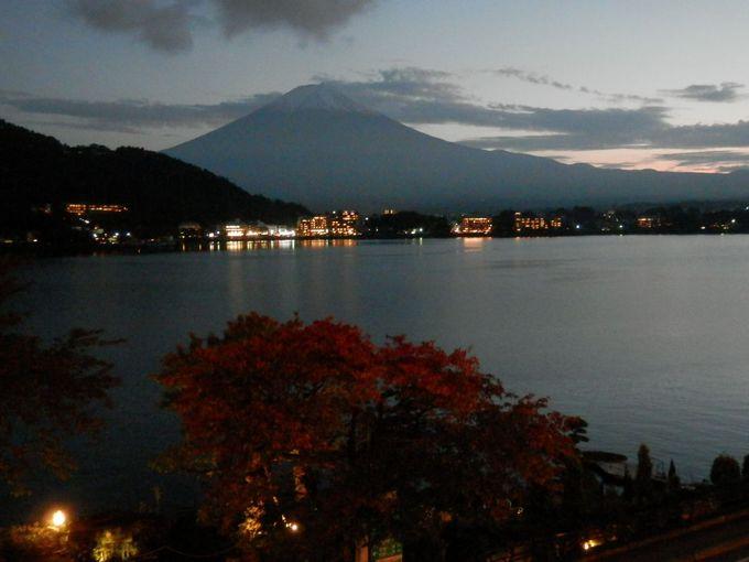 夕暮れ、暗くなりきる前の富士がおすすめ