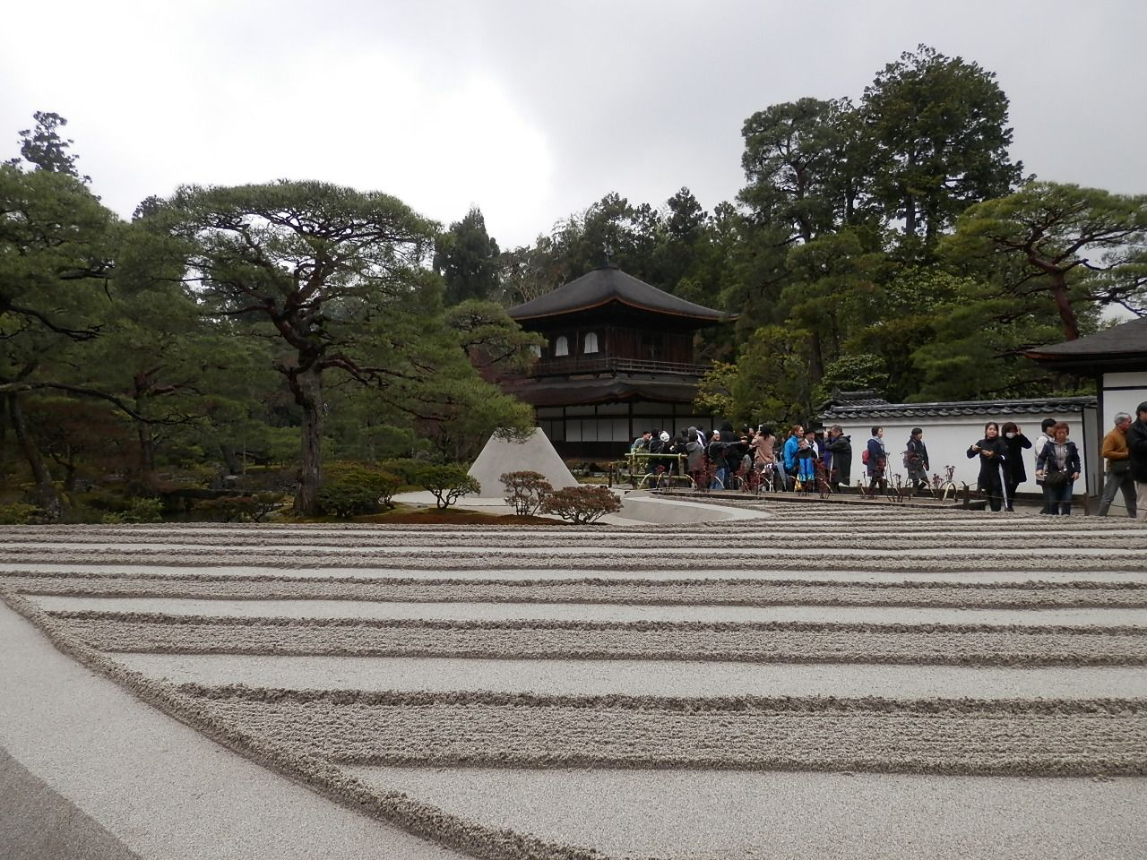 美の探究者が作った日本の造形美・・・銀閣寺