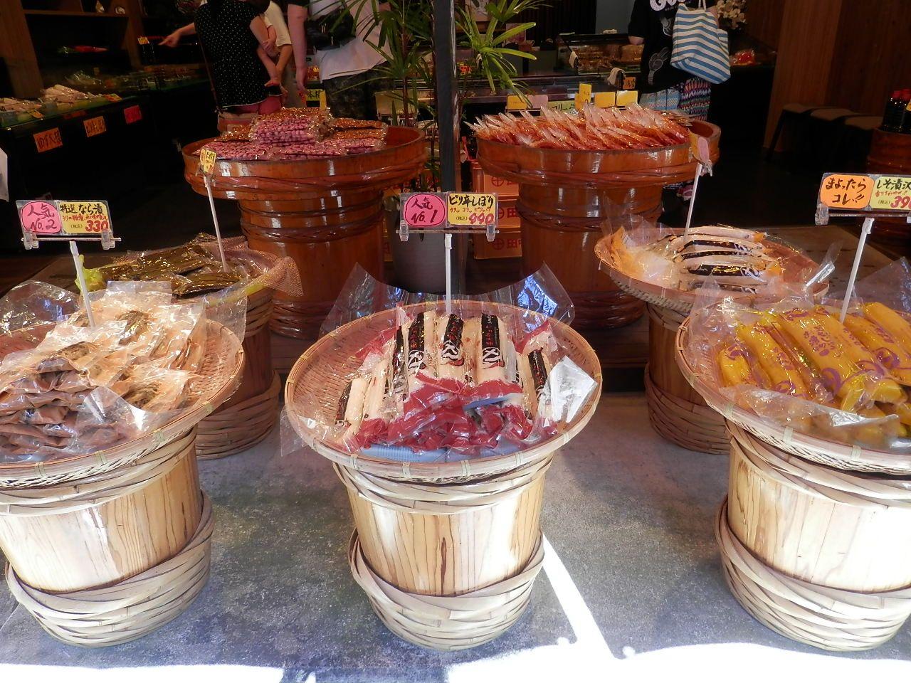 この地域の新鮮野菜を使った漬物もおちょぼさんの人気商品