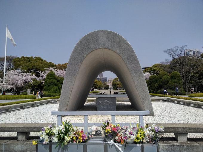 世界平和祈願の象徴に世界中から人々が集まる