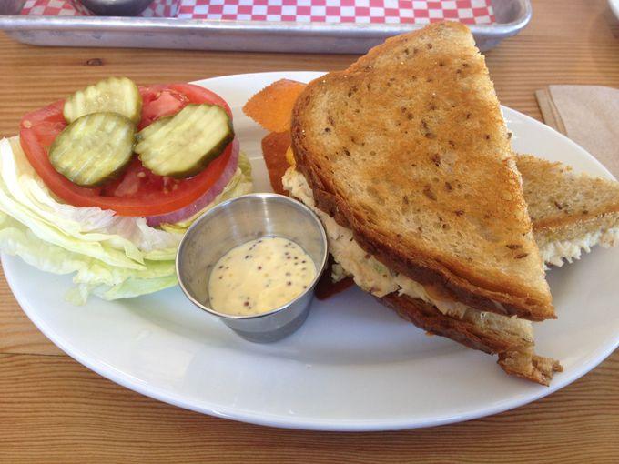 味を追求するこだわりが感じられる、ツナメルトサンドイッチ