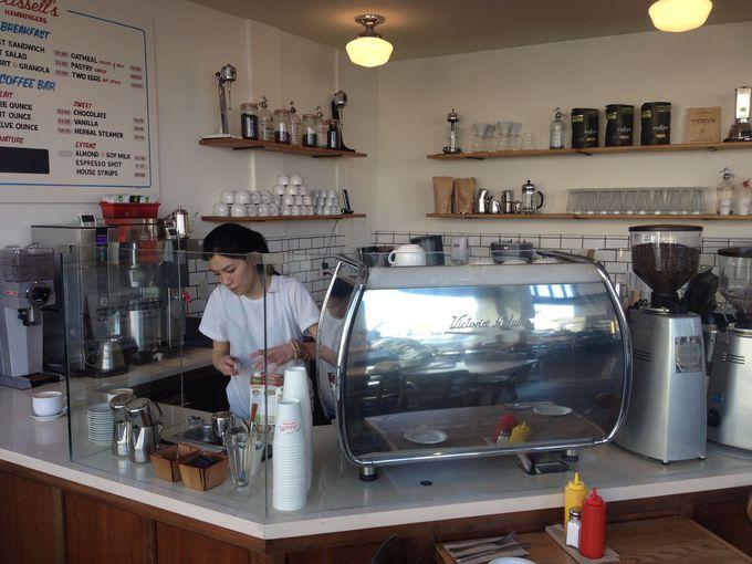 コーヒーもバリスタが常駐
