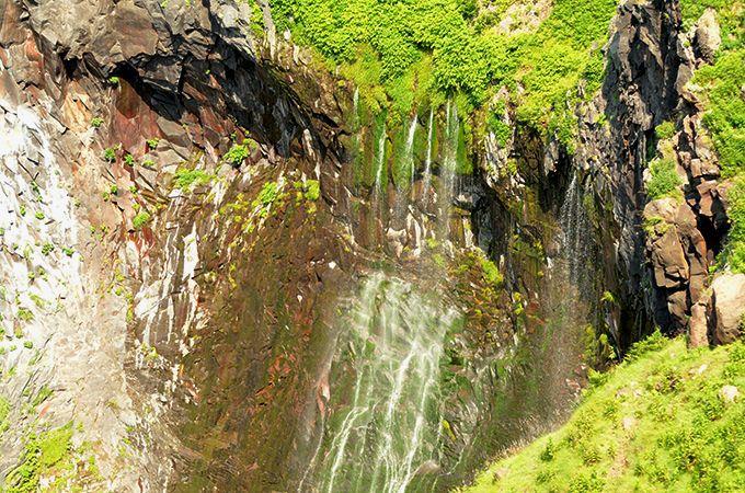 知床観光でマイナスイオンたっぷり「滝」めぐり