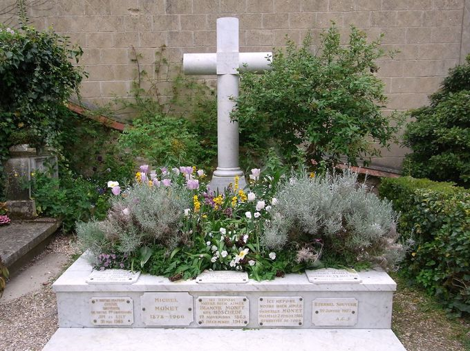 家族と仲良く眠る墓